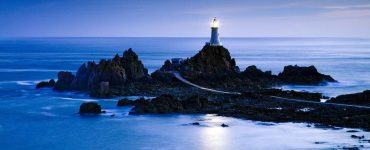 Deniz Feneri Nedir? Nasıl Çalışır?