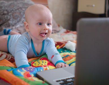 Bebeklerin Teknoloji İle Tanışması Nasıl Olmalıdır?