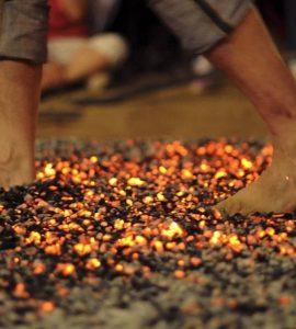 Bazı İnsanlar Ateş Üzerinde Nasıl Yürüyebiliyorlar?