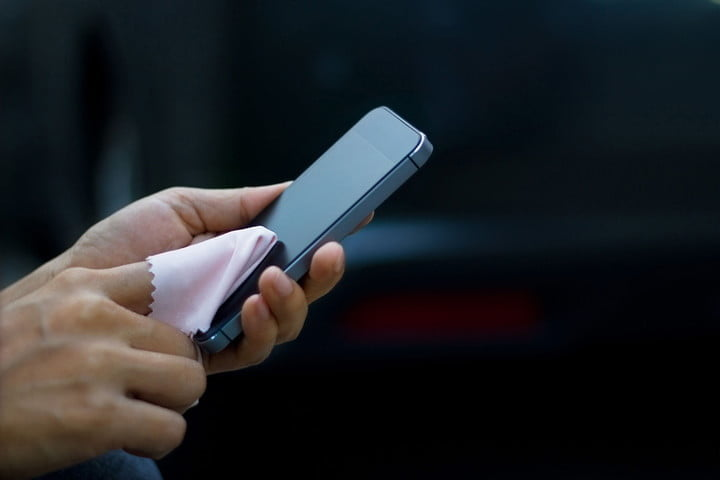 Dokunmatik Telefon Ekranı Nasıl Temizlenir?