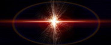 Yayılan fotonların enerji seviyesi nasıl tespit edilir?